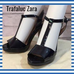 Zara Trafaluc size 39/9 Navy Blue T Strap Heels